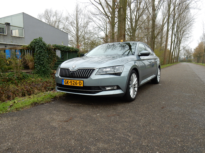Autotest Skoda Superb Hatchback Style Businessline